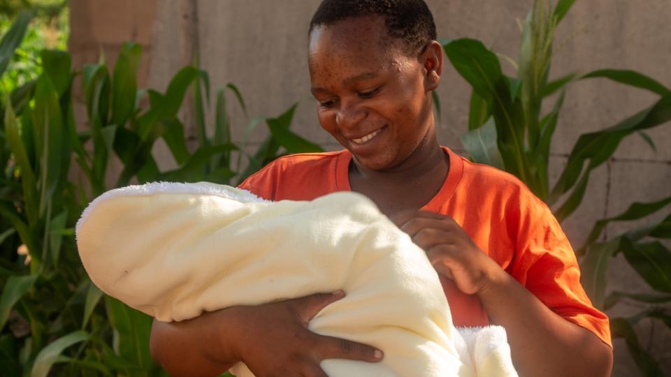 Shuvai Munyaradzi became pregnant with her third child after being treated for pre-cancerous lesions on her cervix by MSF in Gutu, Zimbabwe.